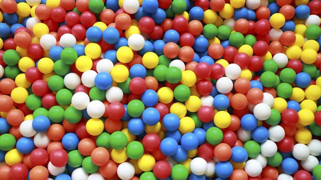 Plast kommer i alla möjliga färger och former.