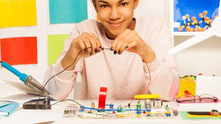 Det är spännande att lära sig om elektricitet och om att bygga elektriska kretsar.
