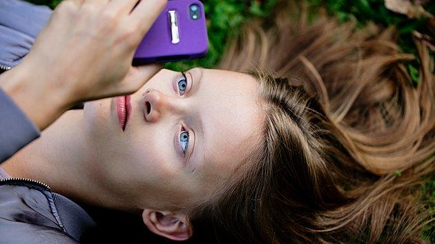 Vi använder mycket tid till vår mobiltelefon. Hur skriver vi egentligen sms?