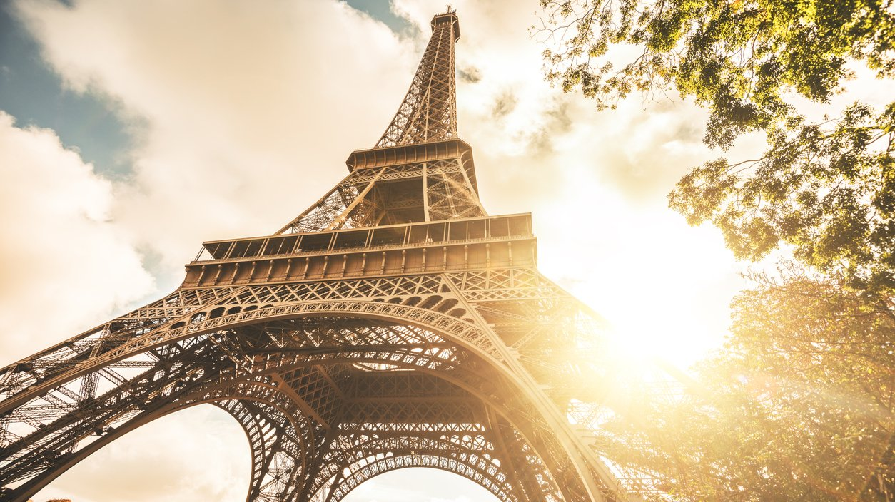 Eiffeltornet är byggt med fackverk.