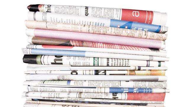 Tidningar finns både digitalt och i pappersform.