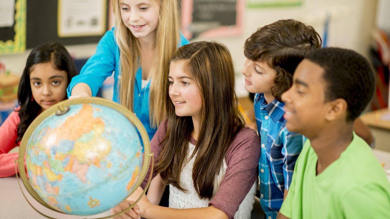 Med hjälp av en karta kan du orientera dig i världen.
