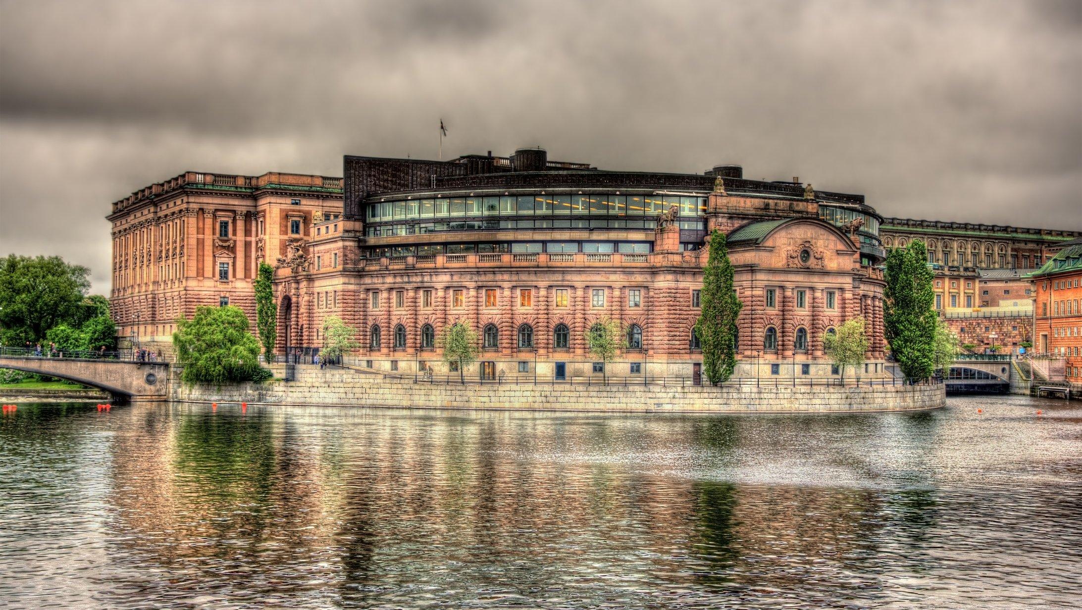 I riksdagshuset fattas beslut som gäller hela Sverige.