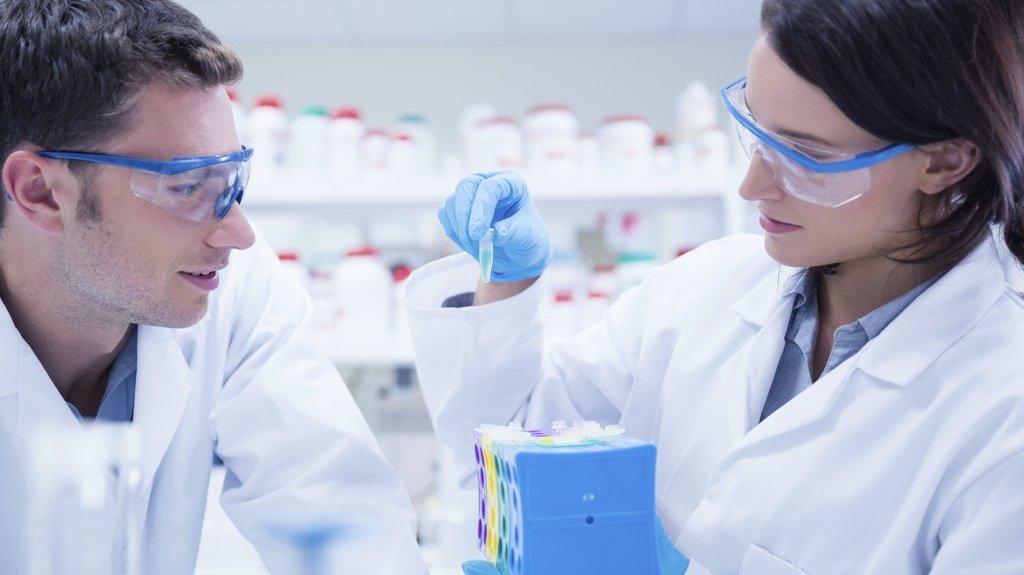 Det är viktigt att hålla på säkerheten när man labbar.