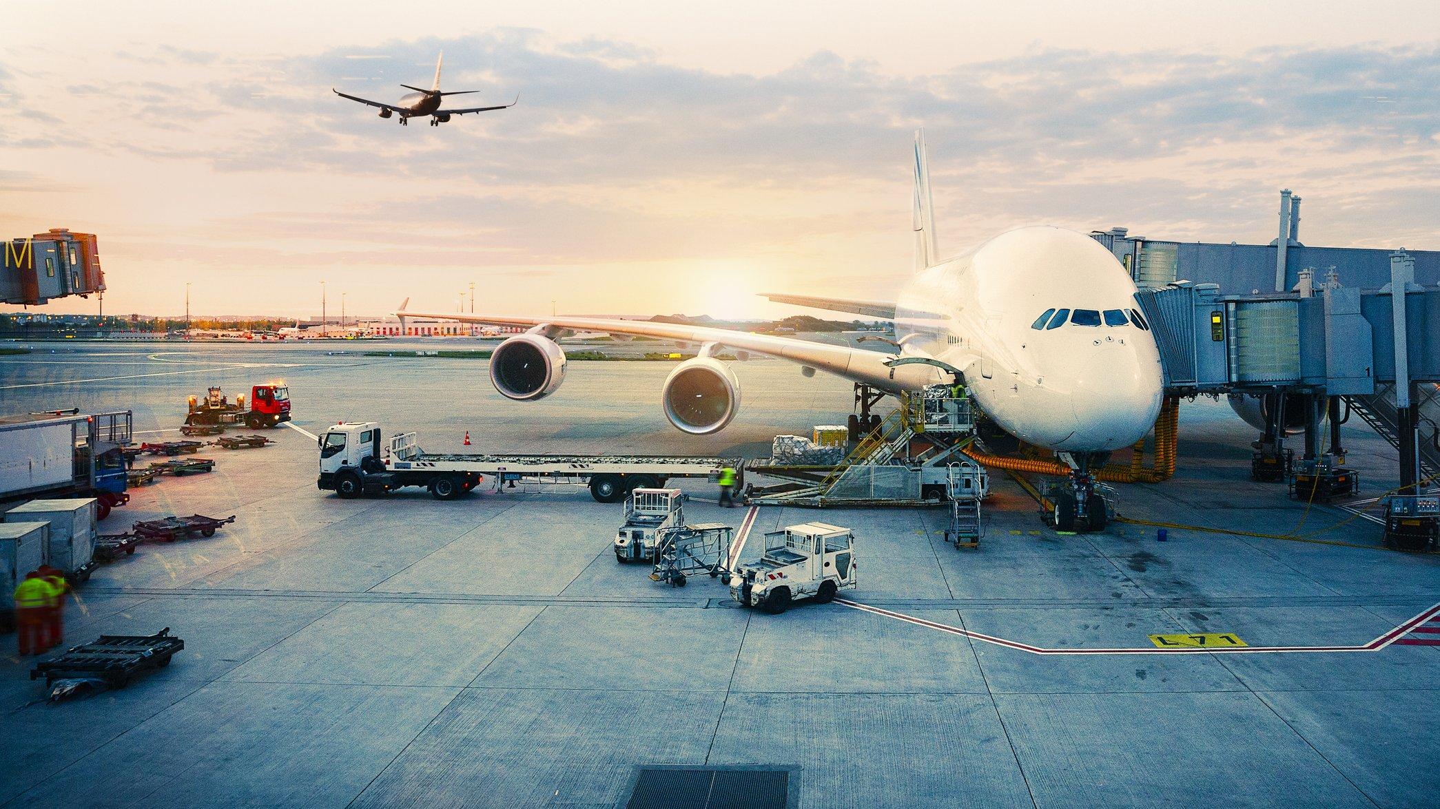 På flygplatsen finns det tekniska system.