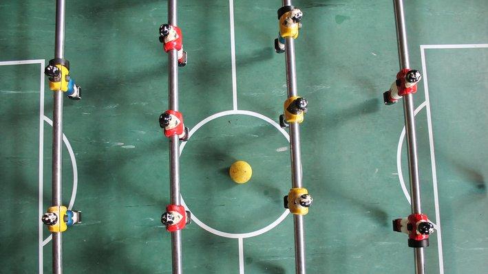 Alla har olika intressen, även om du delar dina med vissa. Du är kanske jätteduktig på fussball, men hur skulle du förklara spelet för någon som inte kan?