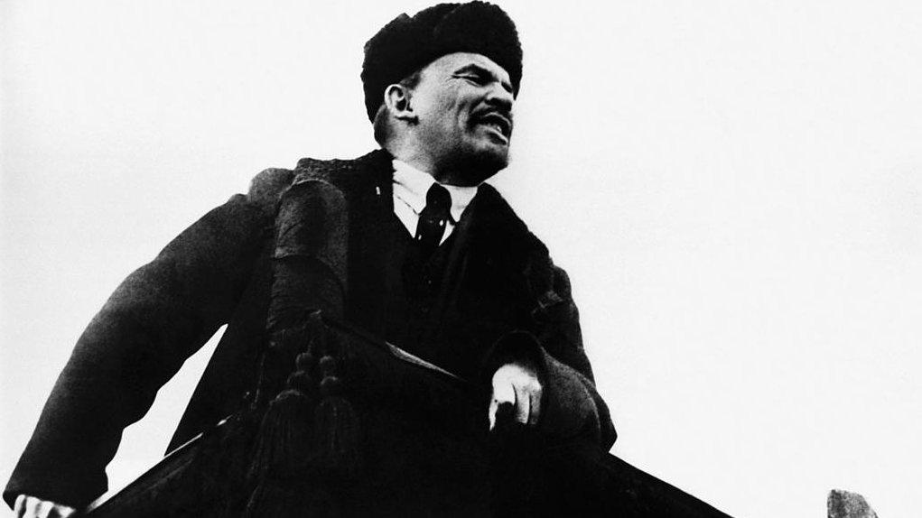 Vladimir Ilich Lenin ledde revolutionen i Ryssland, och är en symbol för socialistiska revolutioner världen över.